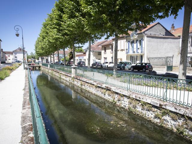 vic-en-bigorre-canal-pierre-meyer.jpg