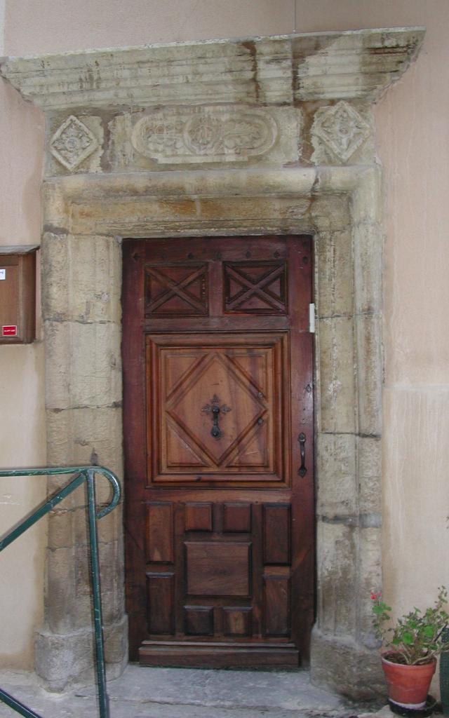 Porte ancienne rue du Fournet