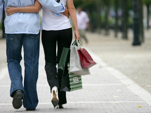 Couple Achats Soldes Commerces Phovoir