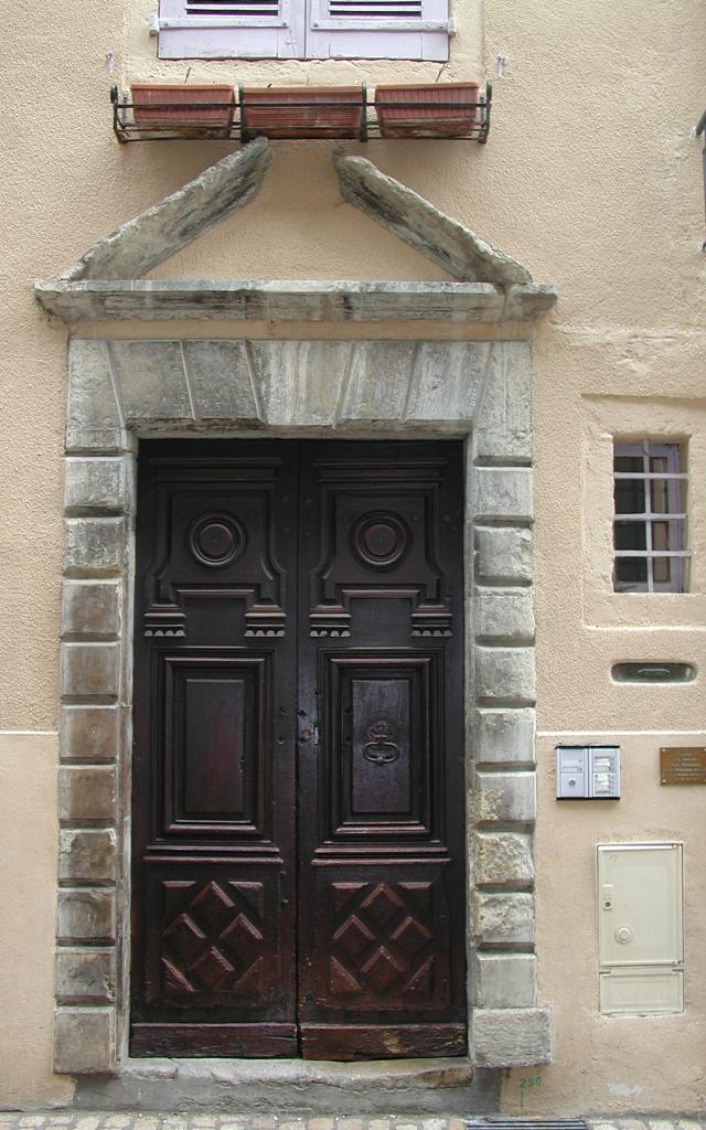 Porte, rue Basse à Mende