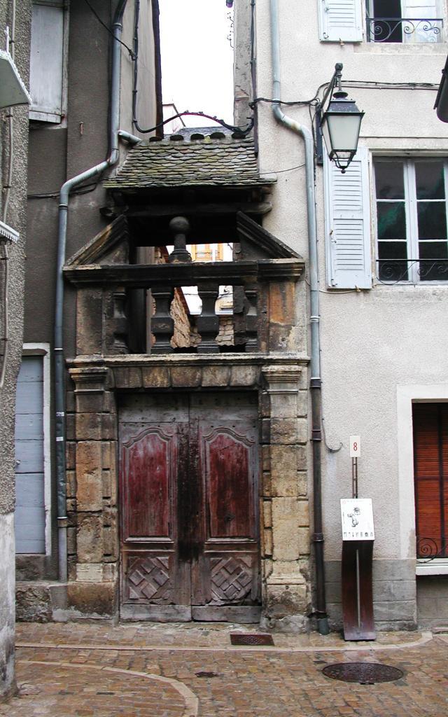 Porte ancienne, rue de la Jarretière à Mende