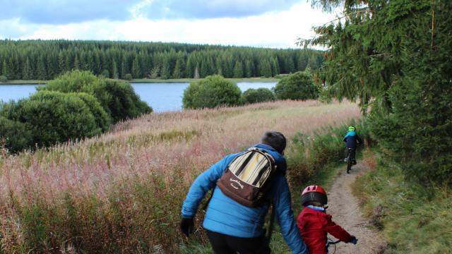 Balade en famille autour du Lac de Charpal