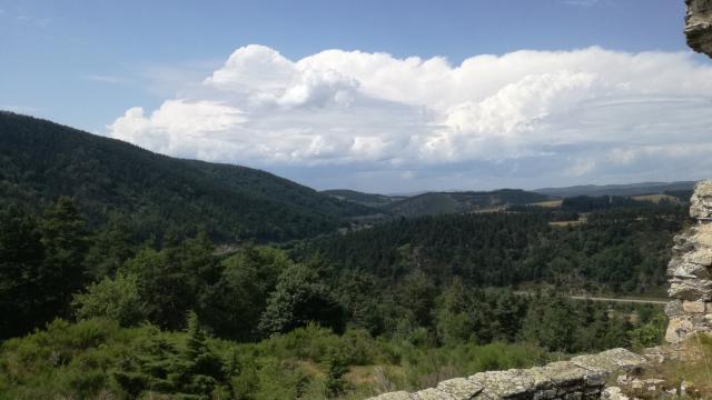 Vue du Val D'allier depuis le château de Luc
