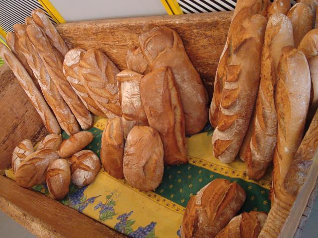 Présentation d'une variété de pains