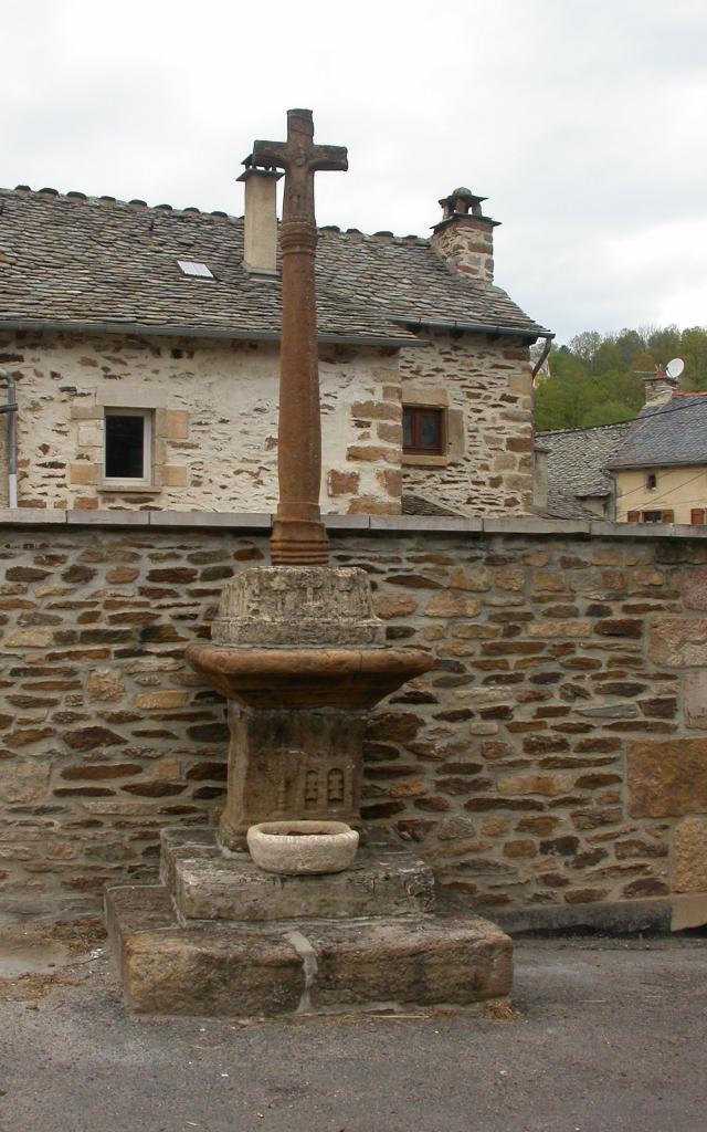 Badaroux Croix Jean Du Born Place 2