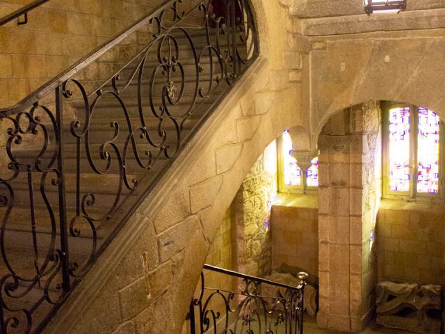Escaliers de l'hôtel de ville de Mende