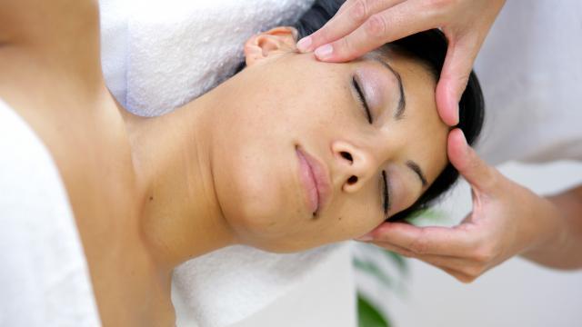 Massage Femme Visage 2©phovoir