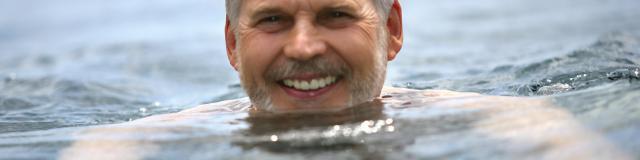 Homme Senior Piscine 1©phovoir
