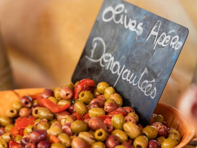 menton-marche-des-halles-olives-provencales-pango-visual.jpg