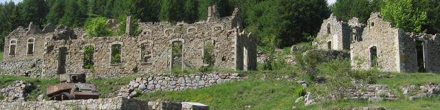 Massif de l'Authion : char et ruines (Moulinet)