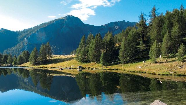 parc-national-mercantour-lac-drone-de-regard.jpg