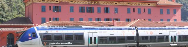 Train Des Merveilles Devant La Gare De Breil Sur Roya