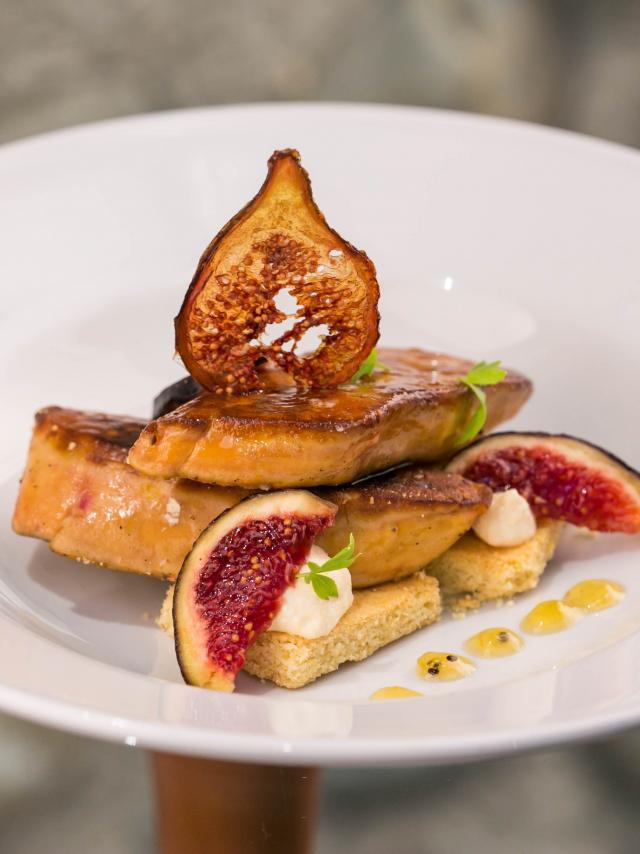 7a413-foie-gras-poele-aux-figues-sable-et-mousse-au-floc.jpg
