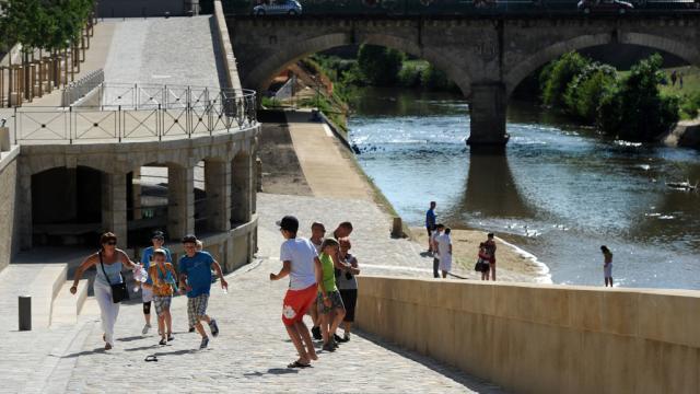 Les touristes à Mont-de-Marsan cale de l'abreuvoir