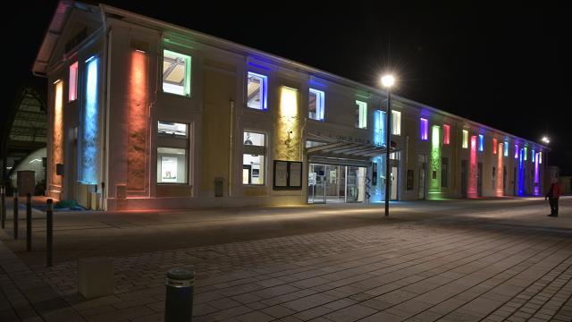 Gare SNCF de nuit à Mont de Marsan