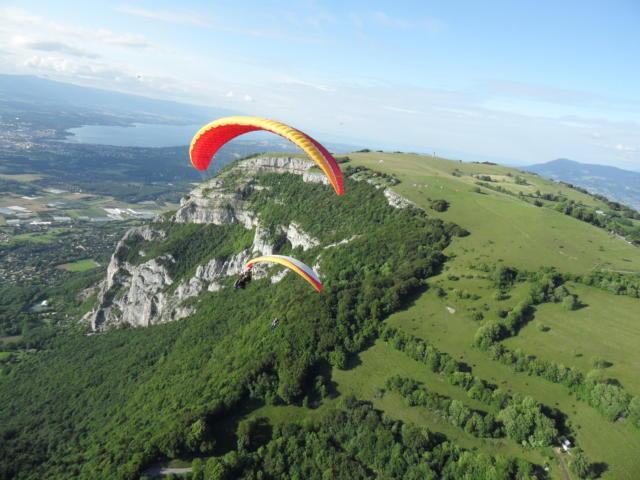 Gleitschirmfliegen auf dem Mont Salève