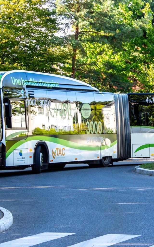 Transport mit dem Bus in den Monts de Genève
