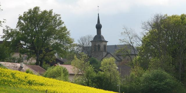 Vue sur l'église de Vers