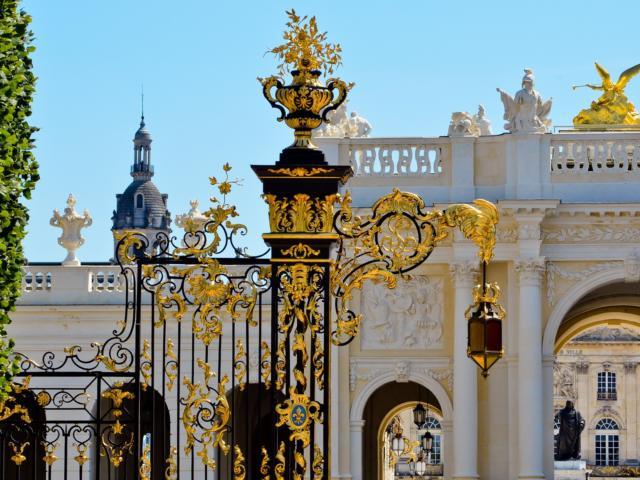 Place De La Carrière Grilles Et Arc Here@régine Datin