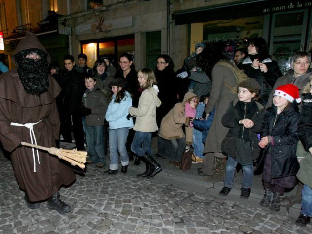 Pere FouettardaLa légende du Père Fouettard de Saint Nicolas Nancy