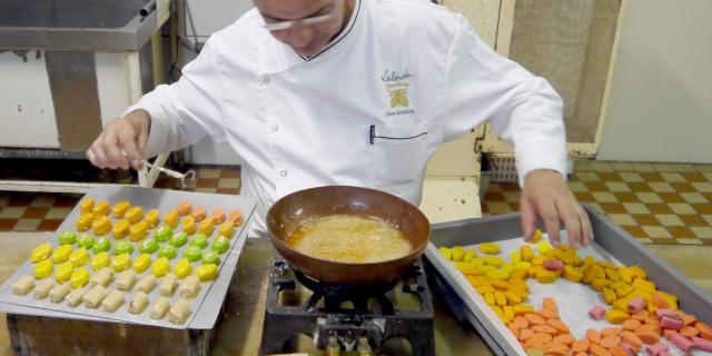 preparation-des-bonbons-craquelines.jpg