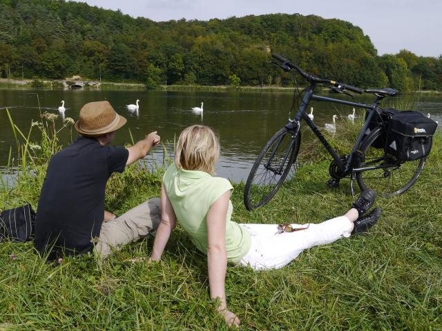 Couple flanant sur la boucle de la Moselle
