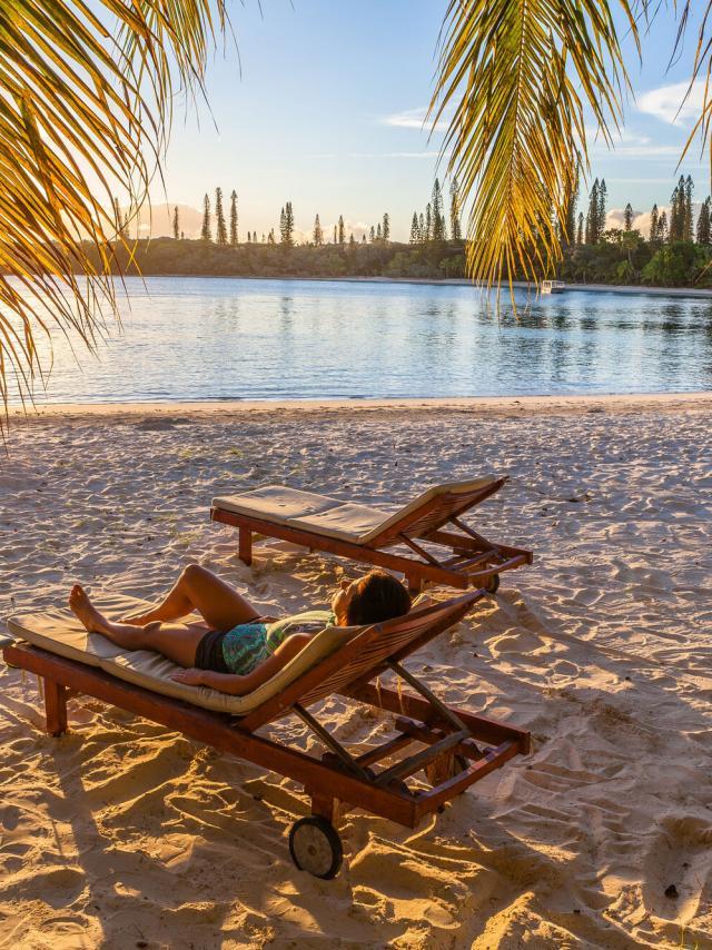 Détente cocktail baie de Kanuméra - île des pins Ouré Lodge