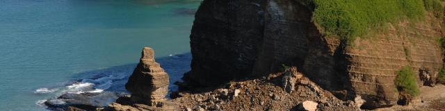 Vue sur la Roche percée et la baie des tortues - Bourail