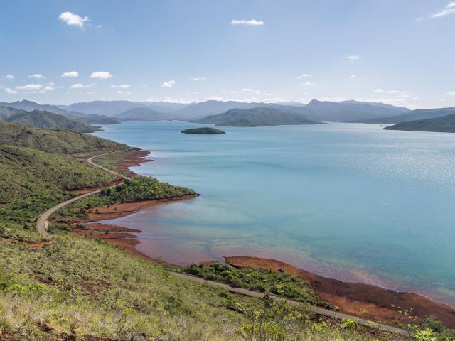 Route et Lac de Yaté