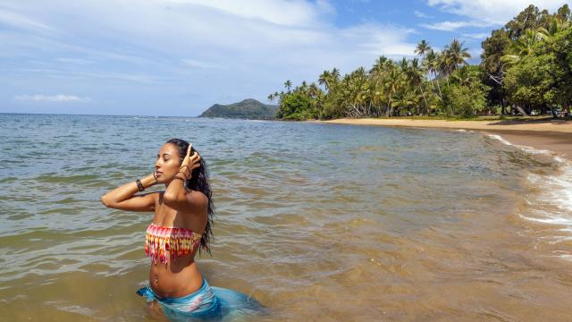 Baignade à la plage de la Moara - Thio