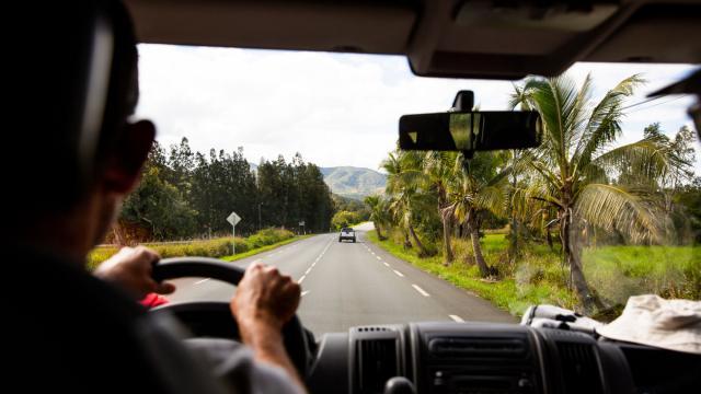 La route de Bourail en voiture