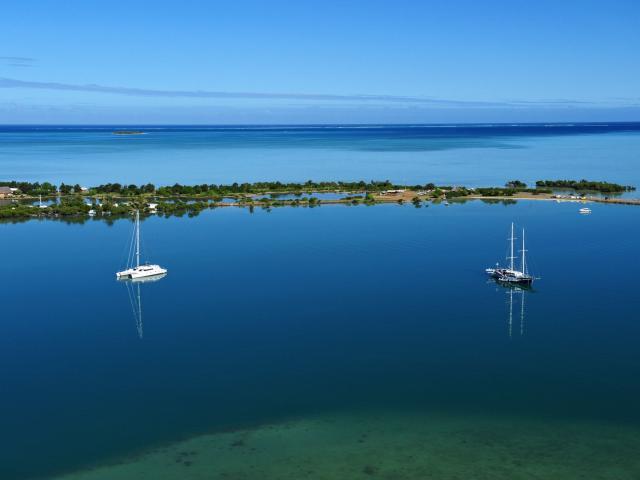 Bateaux en baie de Ouano - La Foa