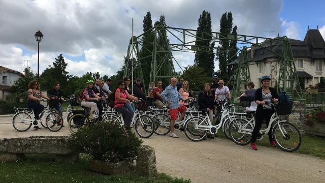 Le pont levis de Magné - Balade à vélo