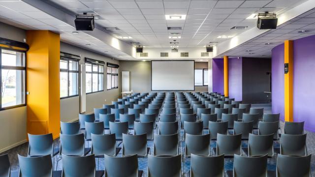 Salle de réunion au club Acclameur