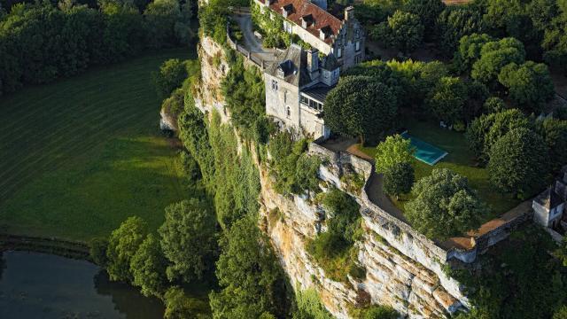 Château de Belcastel au dessus de la Dordogne à Lacave, Lot. #ValleeDeLaDordogne, l'étonnant voyage !