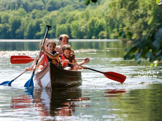 Can En Famille Sur La Dordogne ® Lot Tourisme P. Soissons