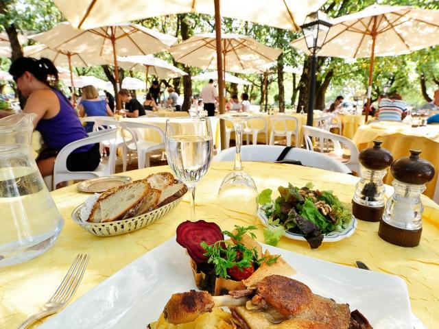 restaurant-terrasse-htel-du-chteau-rocamadour-118otvd-cochise-ory.jpg