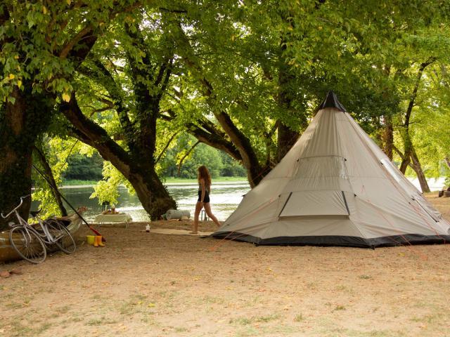 Camping Grande Tente Creysse ©malikaturin 00074