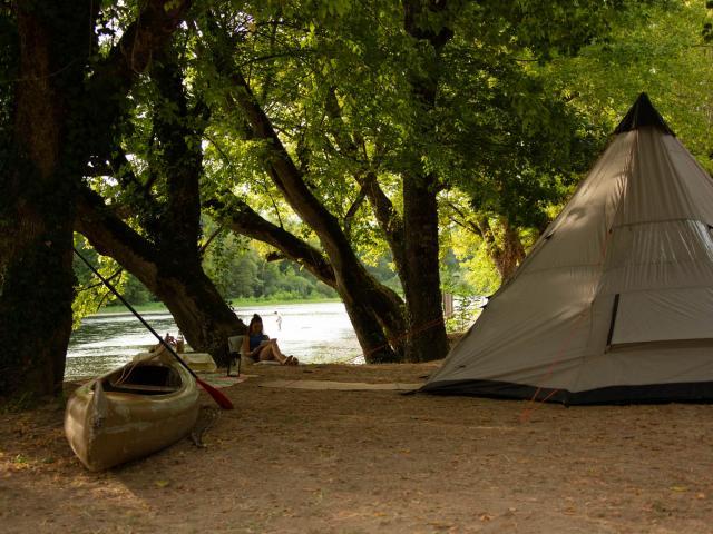 Camping Grande Tente Creysse ©malikaturin 00098