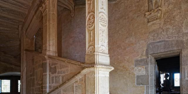 Esaclier monumental du château de Montal