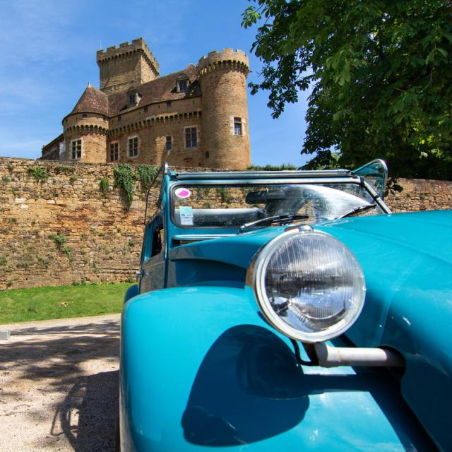 En 2CV au château de Castelnau-Bretenoux