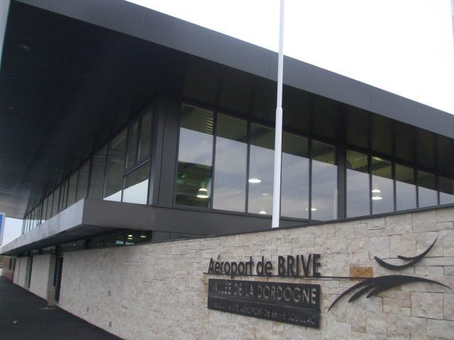20100911 Aerogare De Laeroport De Brive Vallee De La Dordogne.jpg