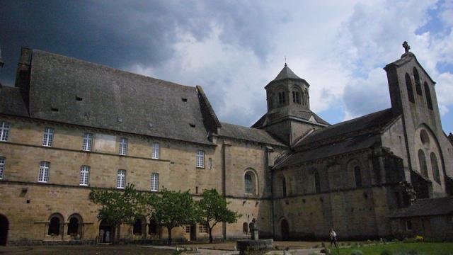 800px Eglise Abbatiale Daubazine Monastere.jpg