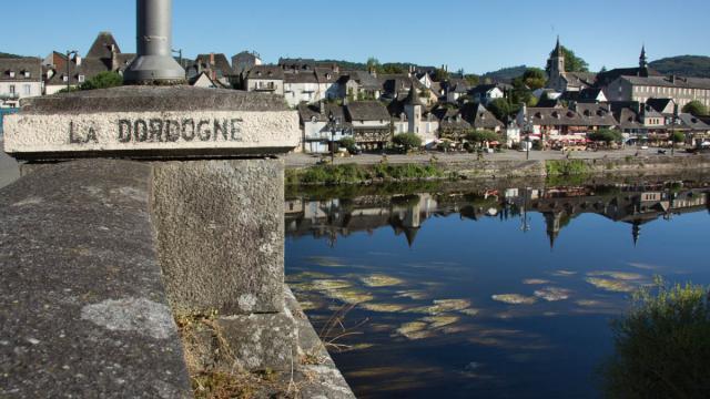 Les quais d'Argentat-sur-Dordogne