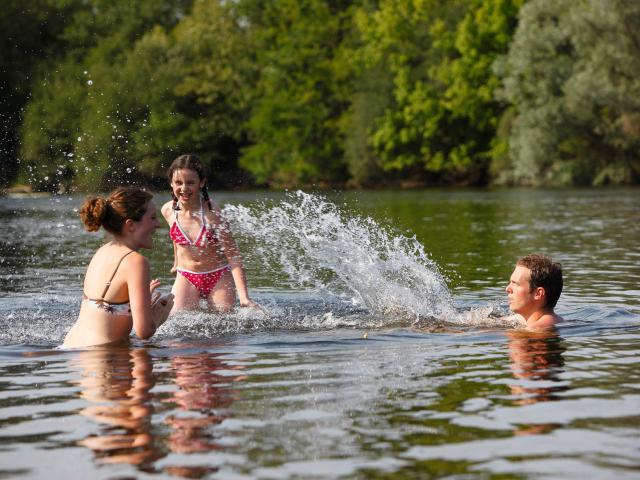 Baignade Dans La Dordogne R Lot Tourisme P. Soissons 7.jpg