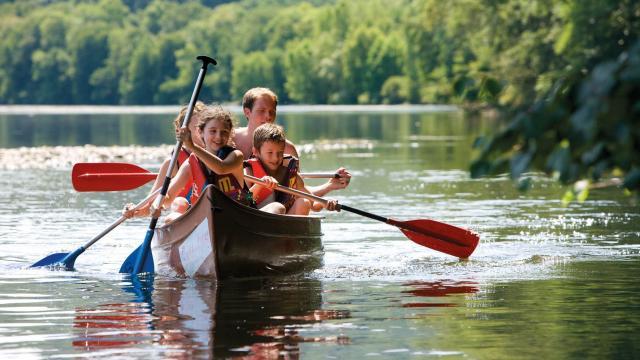 Canoe En Famille.jpg