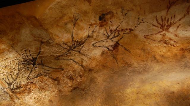 Grotte Prehistorique De Lascaux 2.jpg