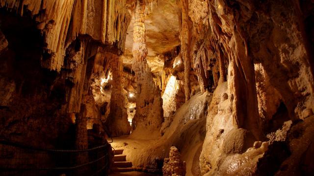 Grottes De Presque 01.jpg