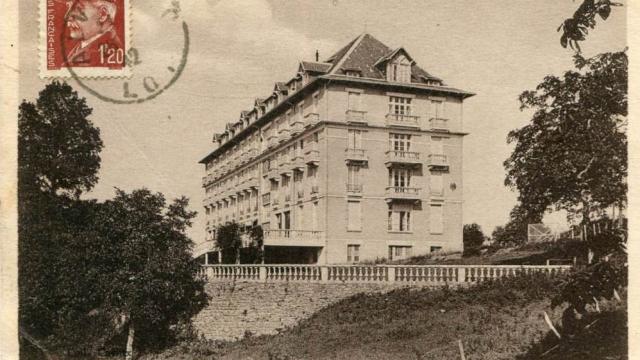 Hotel De La Source A Alvignac.jpg