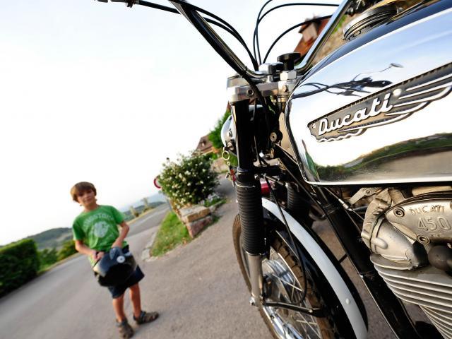 Moto en famille ©Cochise Ory